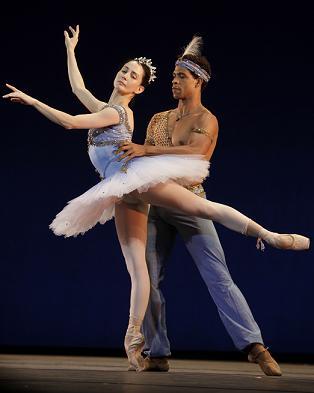 https://www.thestandard.com.hk/breaking-news/section/3/74147/Cuban-ballet-star-Carlos-Acosta-heads-for-HK-on-farewell-trip