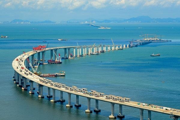 http://www.thestandard.com.hk/breaking-news/section/3/103151/Macau-sets-300-quota-for-HK-cars-driving-via-mega-bridge