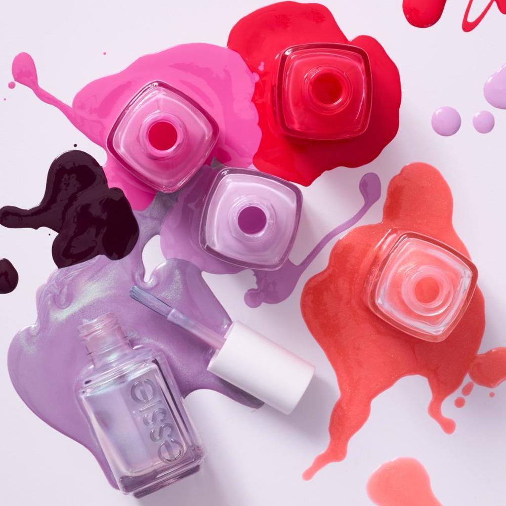 Shares in largest US beauty retailer Ulta Beauty falls