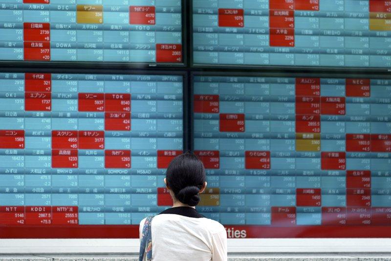 Nikkei closes slightly lower