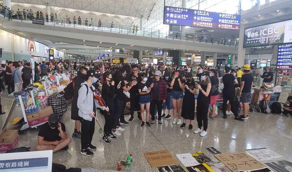 http://www.thestandard.com.hk/breaking-news/section/3/132929/Slow-crawl-to-boarding-gate