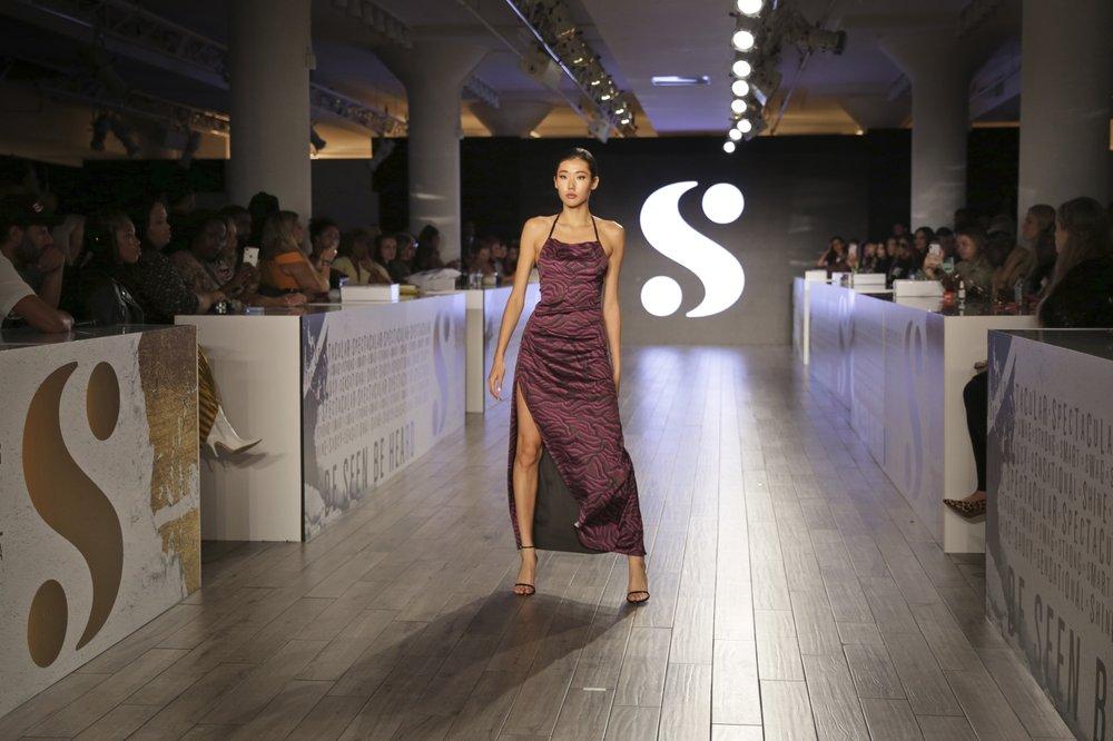 http://www.thestandard.com.hk/breaking-news/section/4/134448/(New-York-Fashion-Week)-Serena-unveils-bold-prints,-bight-hues