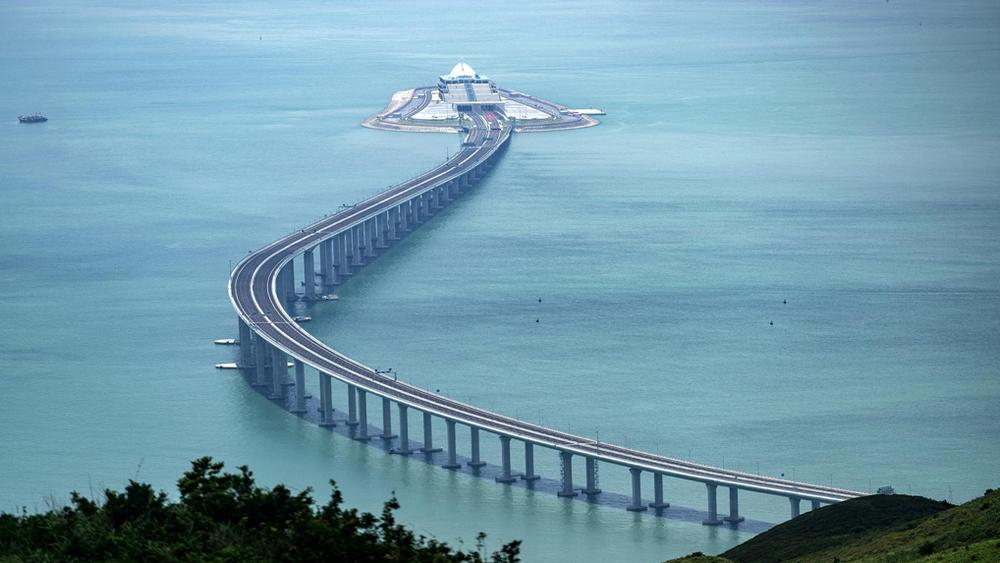 http://www.thestandard.com.hk/breaking-news/section/3/135869/14m-cross-mega-bridge-in-first-year
