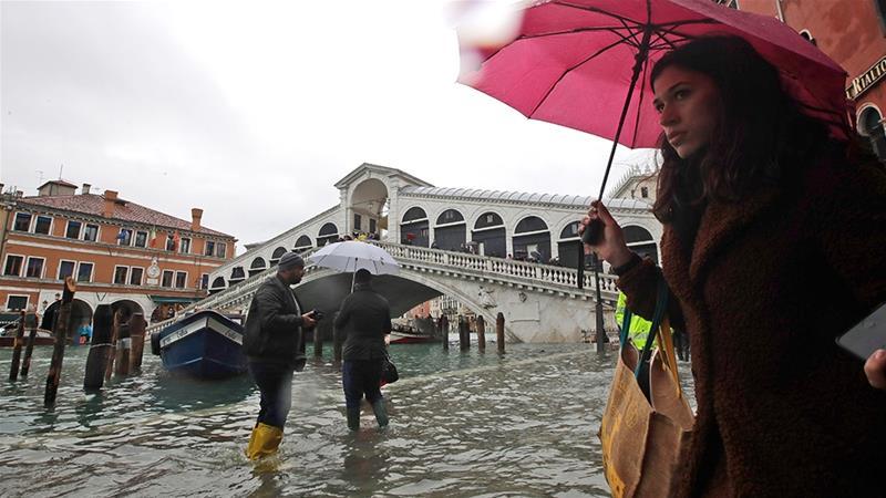 http://www.thestandard.com.hk/breaking-news/section/4/137011/Venice-flooding-worsens