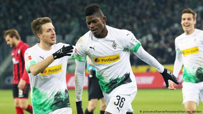 http://www.thestandard.com.hk/breaking-news/section/5/137862/(Bundesliga)-Borussia-Monchengladbach-continue-title-charge