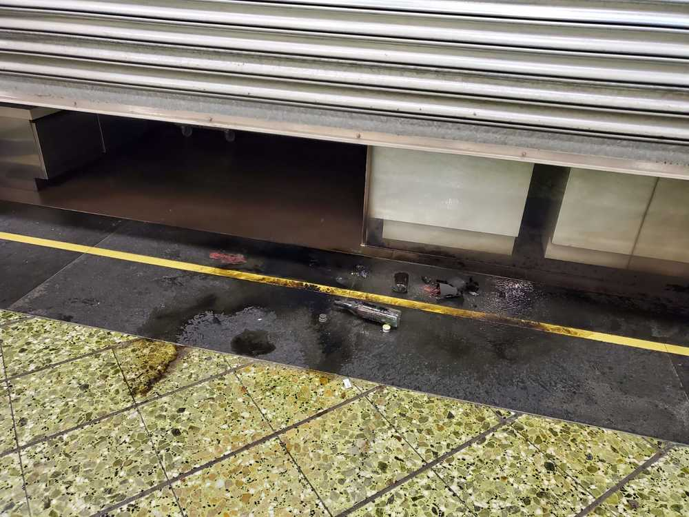 http://www.thestandard.com.hk/breaking-news/section/3/138394/Ngau-Tau-Kok-Station-vandalized