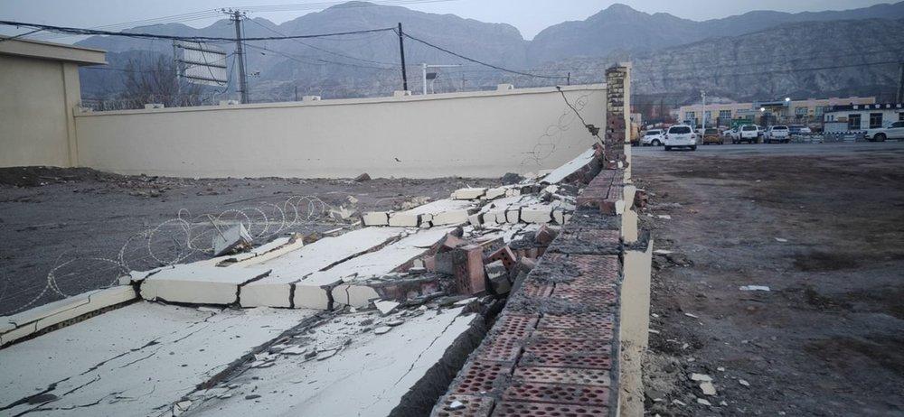 http://www.thestandard.com.hk/breaking-news/section/3/140395/Magnitude-6-quake-wrecks-Xinjiang-buildings