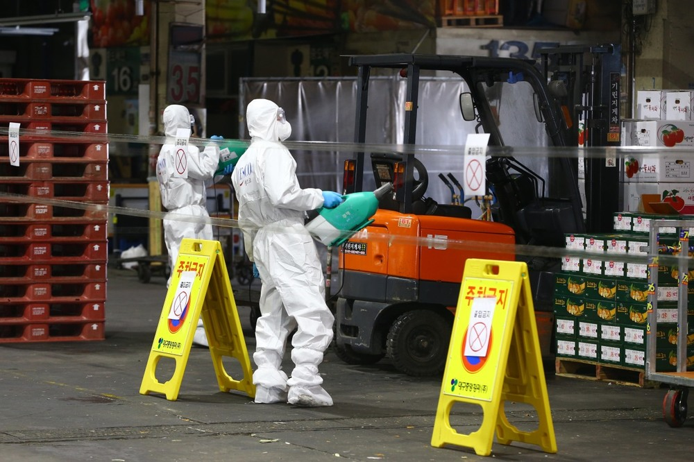 http://www.thestandard.com.hk/breaking-news/section/3/142286/Two-Korean-cities-declare-emergency-in-battling-coronavirus-clusters