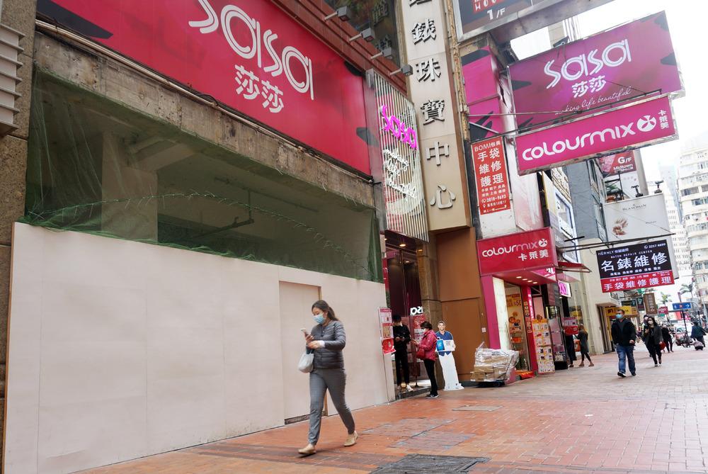 http://www.thestandard.com.hk/breaking-news/section/2/145729/Sa-Sa-quarterly-retail-sales-dive