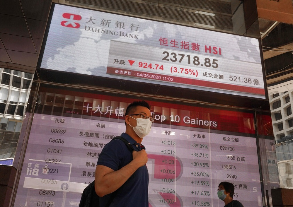 https://www.thestandard.com.hk/breaking-news/section/2/146594/Hang-Seng-craters-amid-economic-gloom