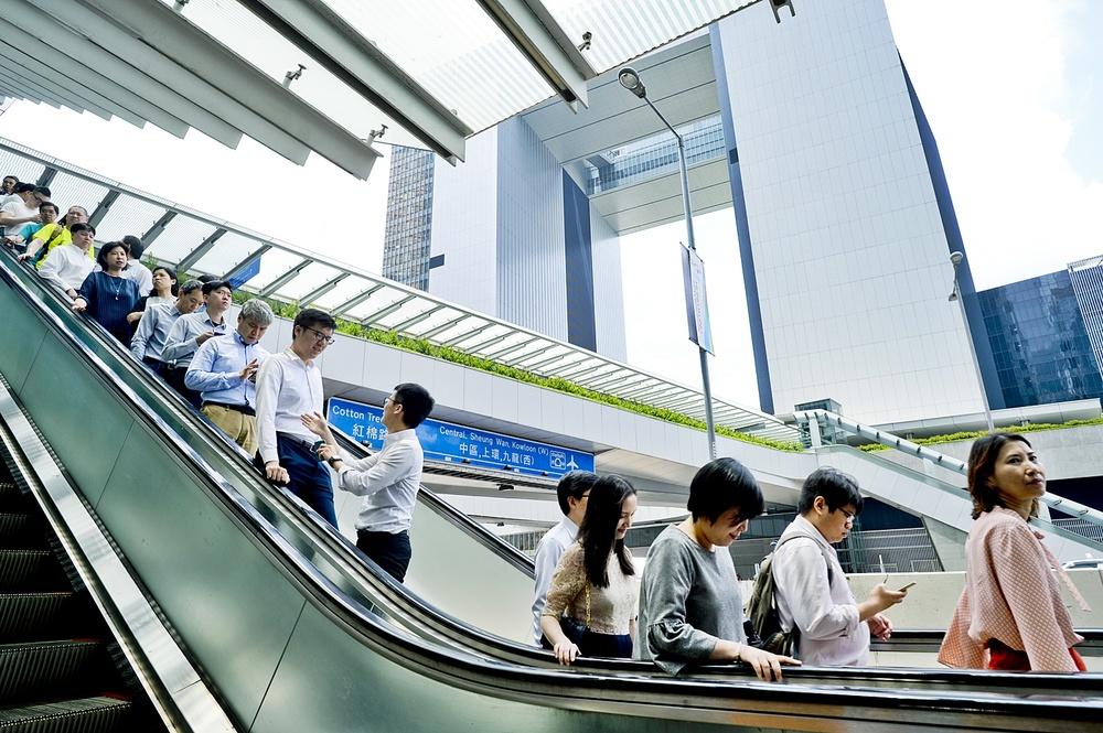 http://www.thestandard.com.hk/breaking-news/section/4/148359/Civil-servants'-salaries-frozen