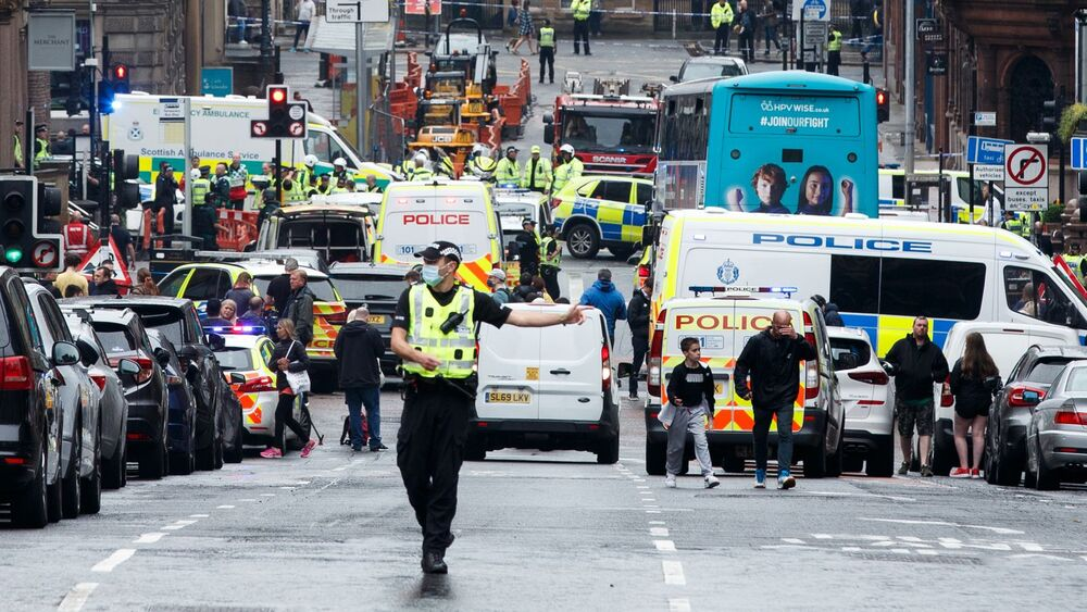 http://www.thestandard.com.hk/breaking-news/section/6/149952/Sudanese-named-as-attacker-shot-dead-in-Scottish-city