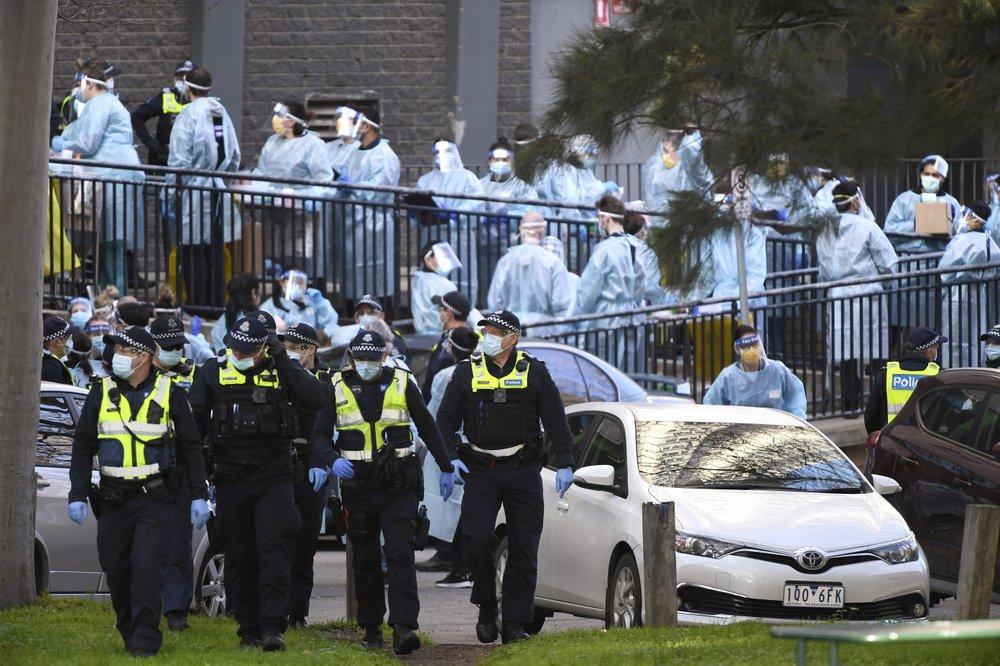 Australian state bars lockdown escapees