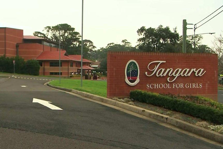 http://www.thestandard.com.hk/breaking-news/section/6/152880/School-virus-cluster-worsens-Australian-state-infections