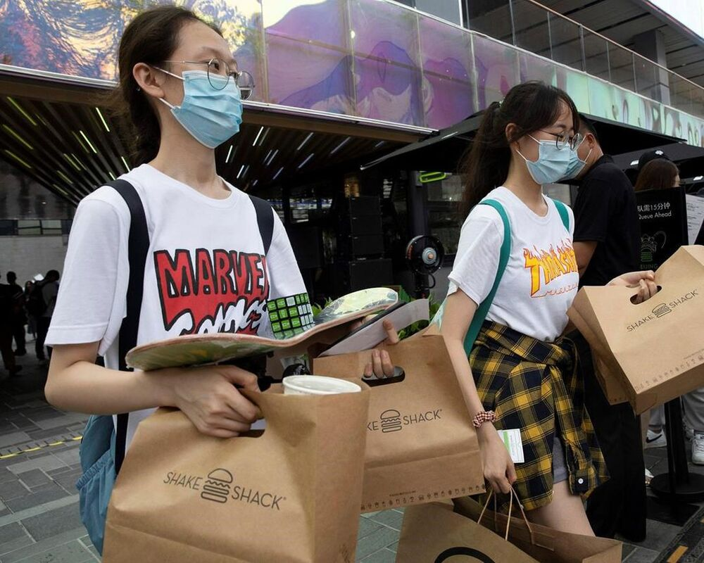 Shake Shack's Beijing burger stand draws hundreds