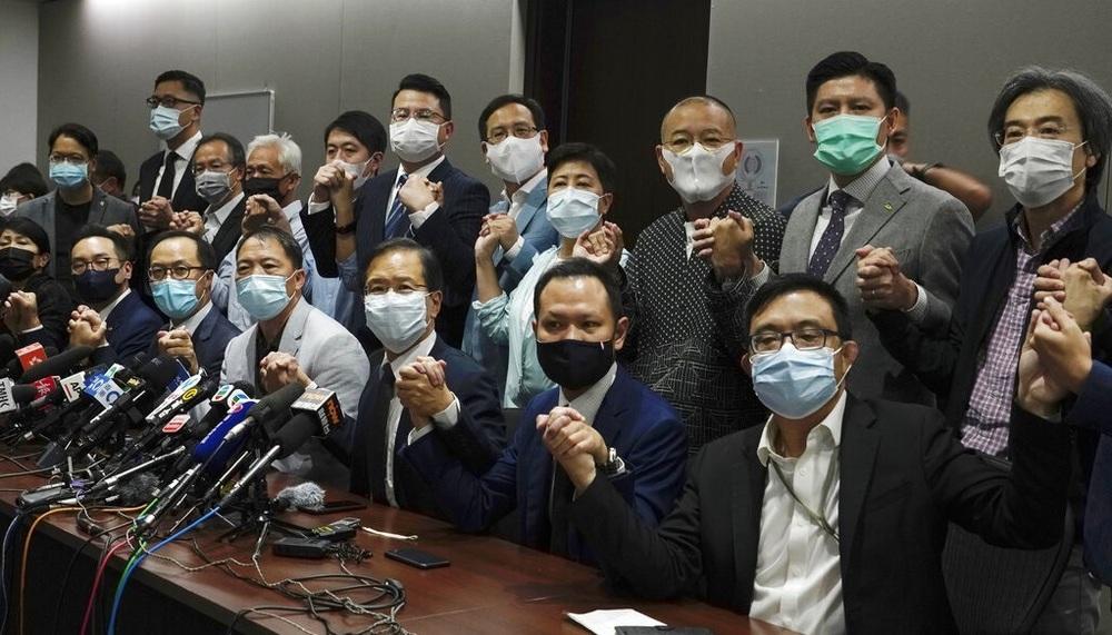 http://www.thestandard.com.hk/breaking-news/section/4/158911/Pan-dem-lawmakers-announce-resignation-en-masse