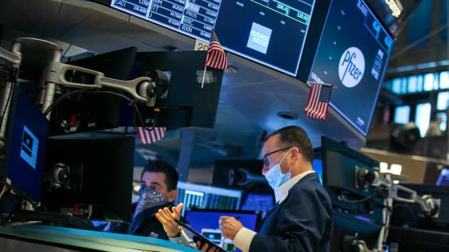 http://www.thestandard.com.hk/breaking-news/section/2/159855/Stocks-higher-on-Wall-Street