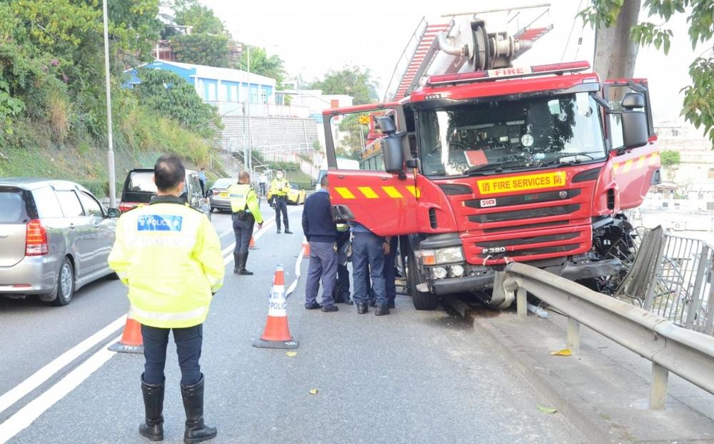 https://www.thestandard.com.hk/breaking-news/section/4/160462/Cyclist-dies-in-fire-engine-crash