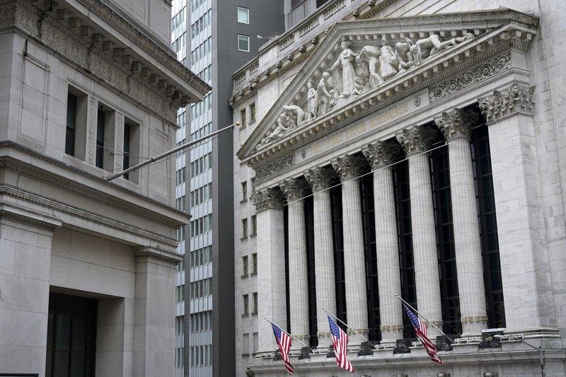 Big Tech drags down US stocks