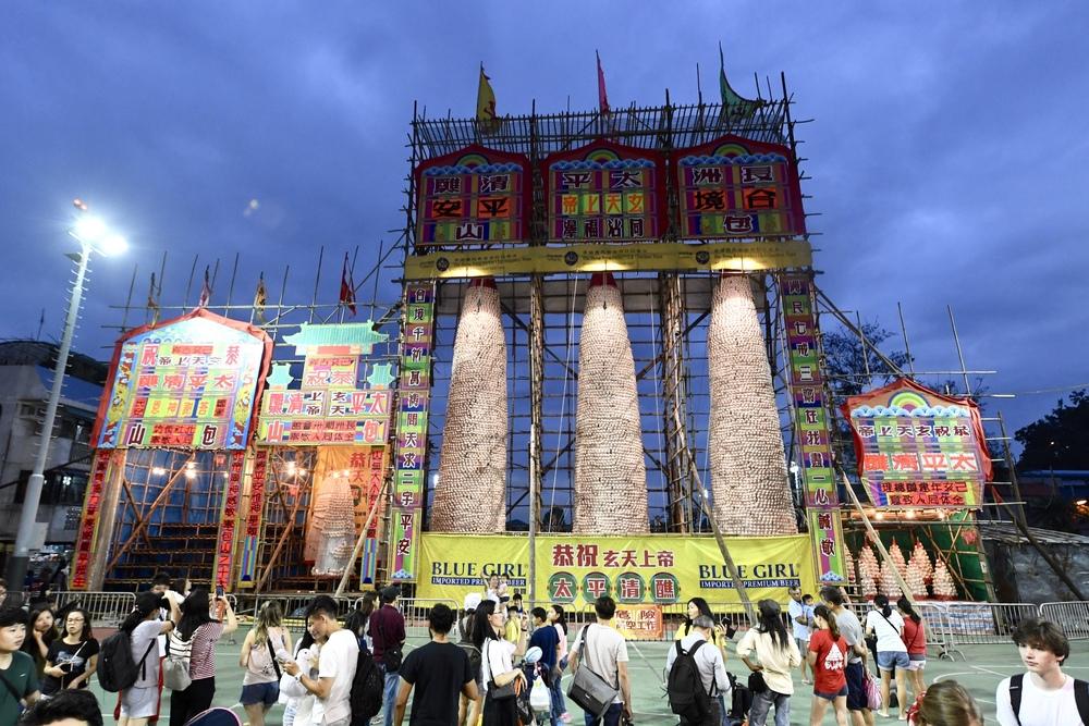 https://www.thestandard.com.hk/breaking-news/section/4/165205/Covid-threat-sees-annual-Cheung-Chau-Bun-Festival-canceled
