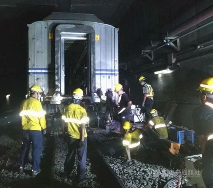 https://www.thestandard.com.hk/breaking-news/section/3/172139/Taiwan-train-jumps-tracks-in-early-hours