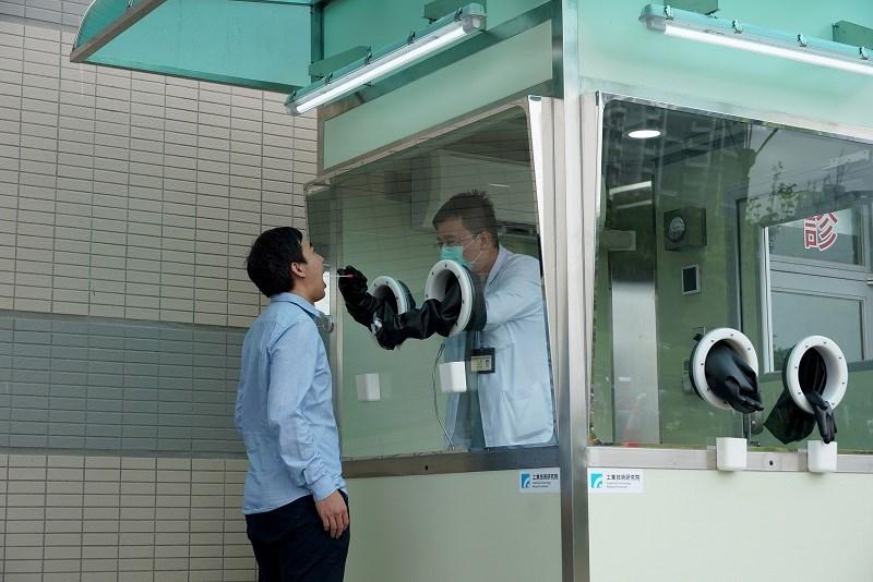 https://www.thestandard.com.hk/breaking-news/section/3/172368/Taipei-sets-up-positive-pressure-coronavirus-disease-testing-booths