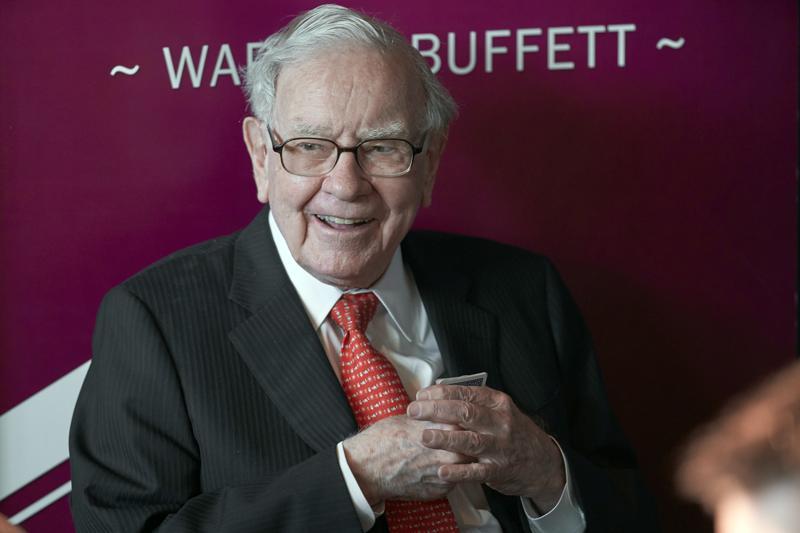 Warren Buffett, Chairman and CEO of Berkshire Hathaway,plays bridge following the annual Berkshire Hathaway shareholders meeting in Omaha, Nebraska, onMay 5, 2019.