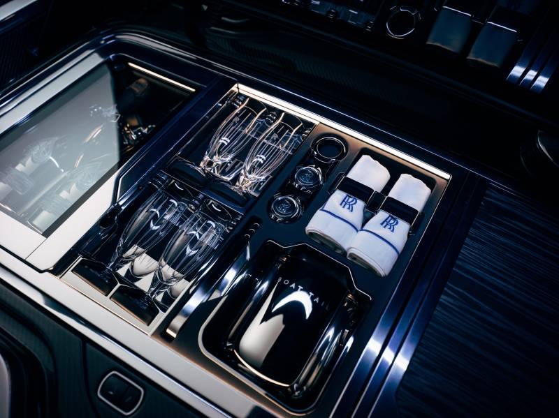 https://www.thestandard.com.hk/breaking-news/section/6/173279/Rolls-Royce-unveils-rare-&