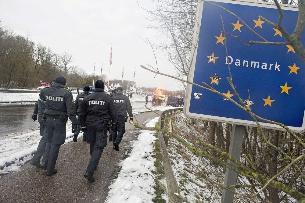 Police at the Danish-German border in Krusaa, Denmark January 9, 2016.