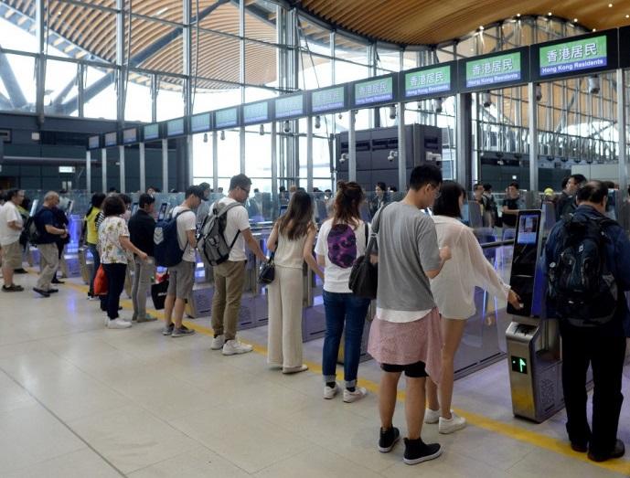 https://www.thestandard.com.hk/breaking-news/section/4/175379/Countdown-reset-on-Hong-Kong-Macau-travel