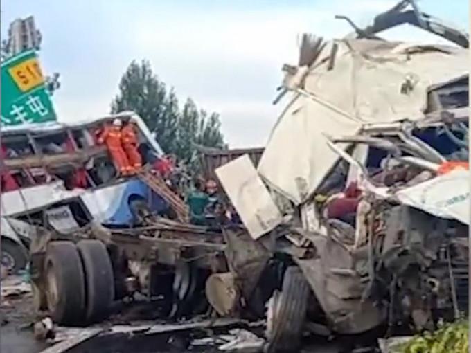 https://www.thestandard.com.hk/breaking-news/section/3/177345/Eight-die-in-Liaoning-truck,-bus-crash