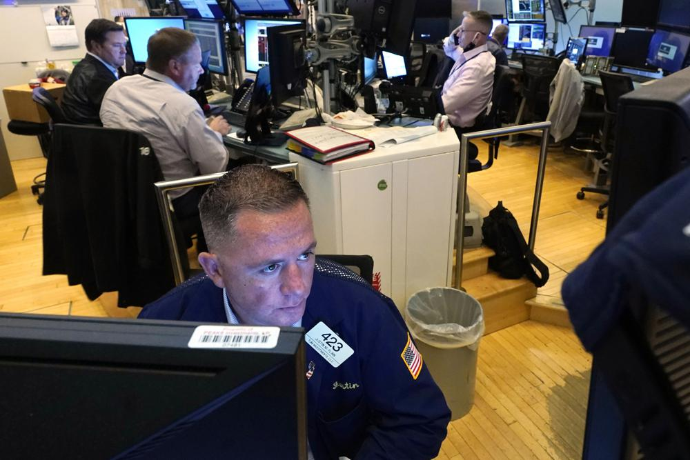 https://www.thestandard.com.hk/breaking-news/section/2/177532/US-stocks-finish-slightly-higher-on-wobbly-day