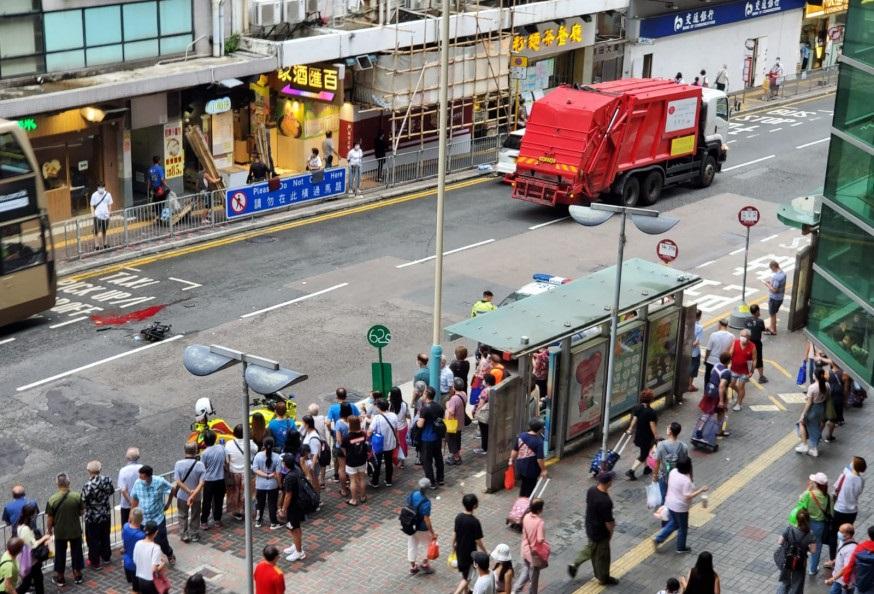 https://www.thestandard.com.hk/breaking-news/section/4/177836/Woman-hit-by-garbage-truck-lost-a-leg