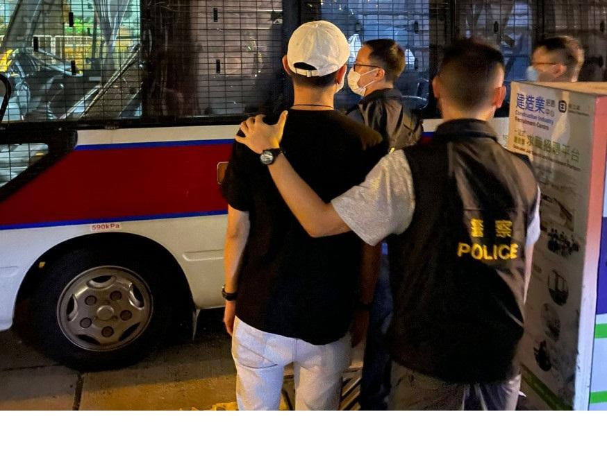https://www.thestandard.com.hk/breaking-news/section/4/179058/Eleven-drinkers-fined-for-not-using-LeaveHomeSafe-app-in-bars