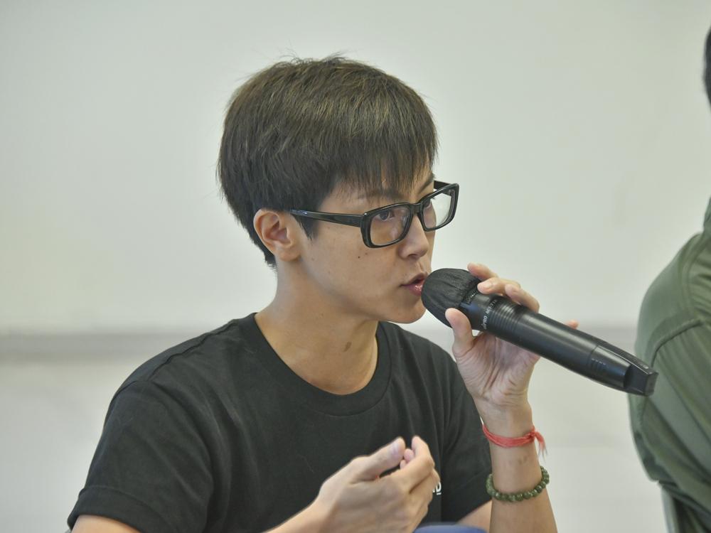 https://www.thestandard.com.hk/breaking-news/section/4/179258/Cantopop-star-Denise-Ho-flagged-by-law-enforcement-agencies:-Sing-Tao