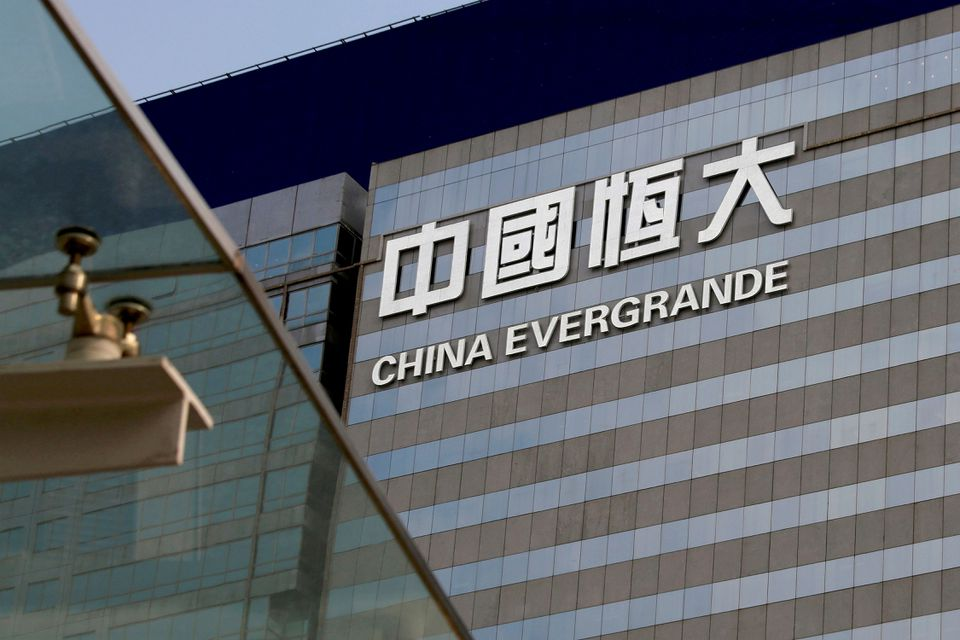 https://www.thestandard.com.hk/breaking-news/section/2/180505/China-Evergrande-shares-plummet-on-default-risks