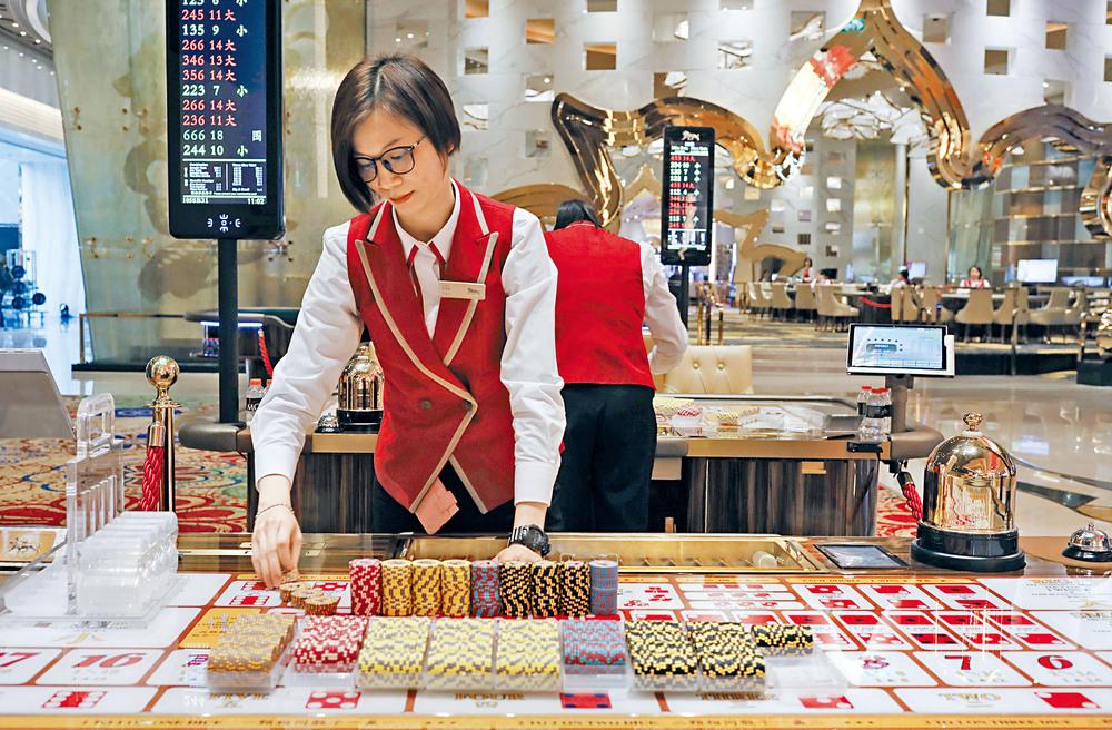 https://www.thestandard.com.hk/breaking-news/section/2/180558/Hong-Kong-tycoons,-casino-giants-get-reprieve-in-stock-rebound