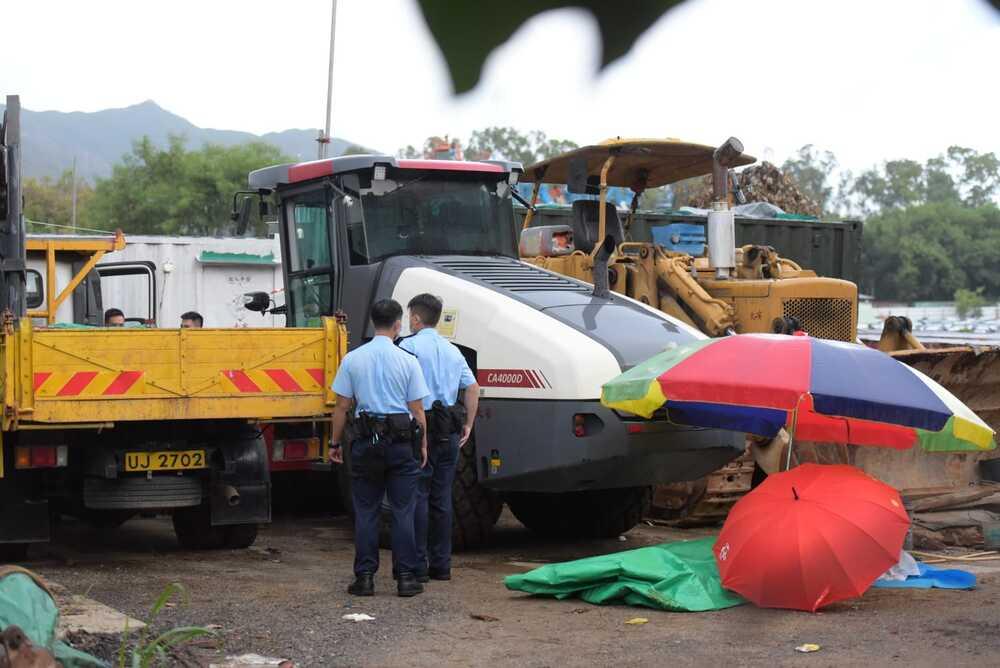 https://www.thestandard.com.hk/breaking-news/section/4/180667/(Video)-Man-sandwiched-by-two-vehicles-in-Yuen-Long-dies