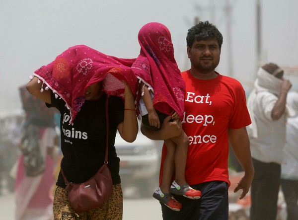 Heat wave leaves dozens dead