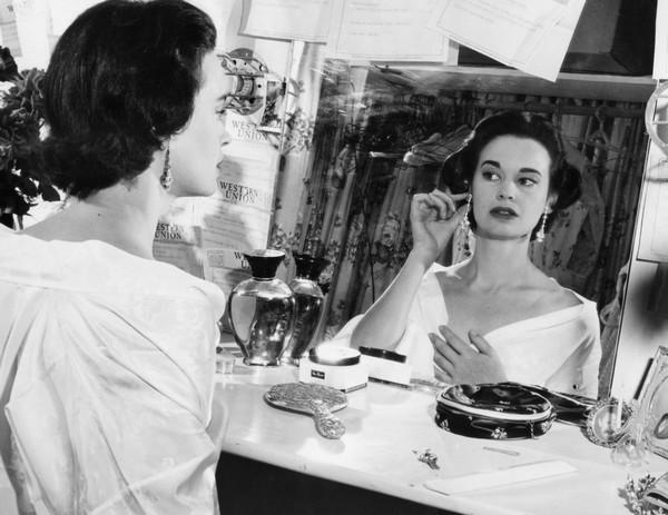 Heiress Gloria Vanderbilt dies at 95