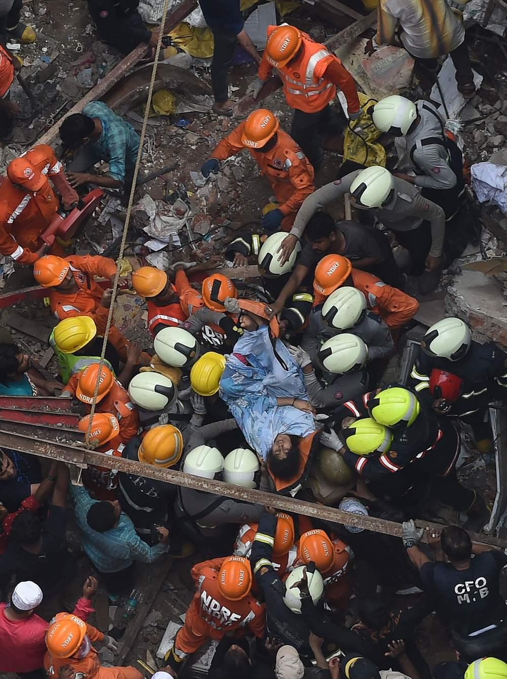 Woman rescued in Mumbai rubble