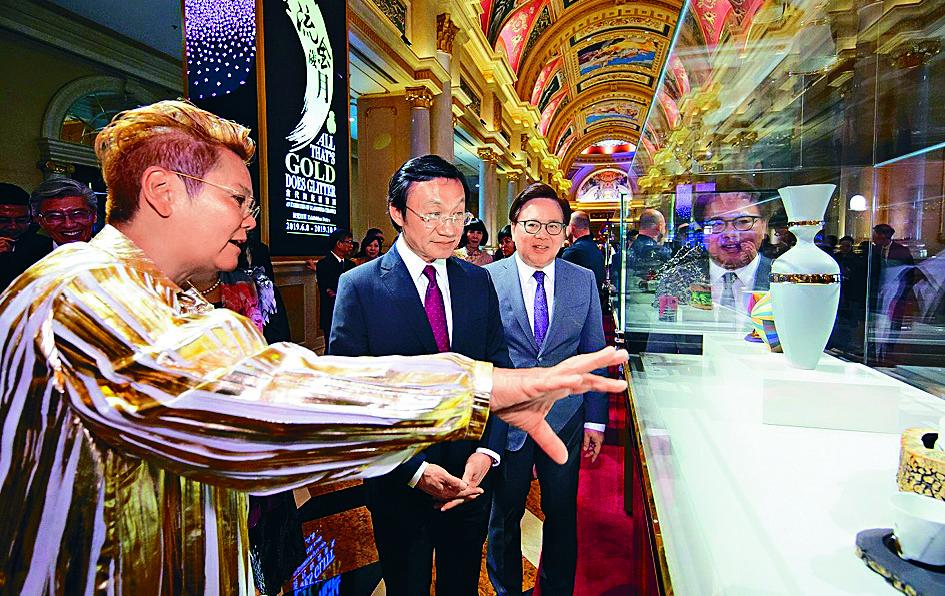 http://www.thestandard.com.hk/section-news/section/12/209776/On-golden-sands