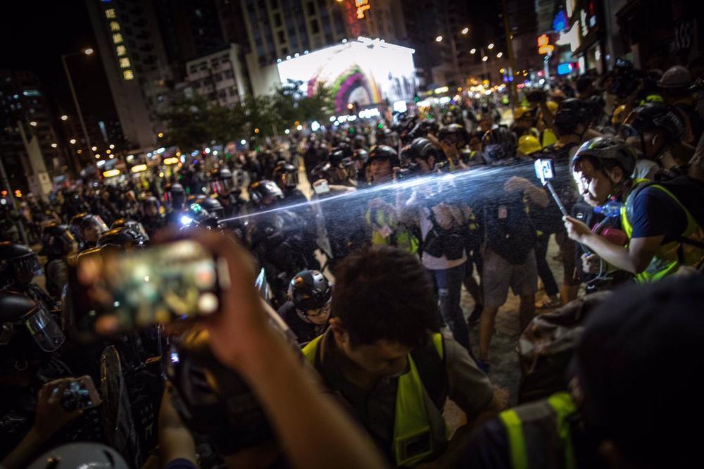 Journalists slam cops for 'unprecedented' violence