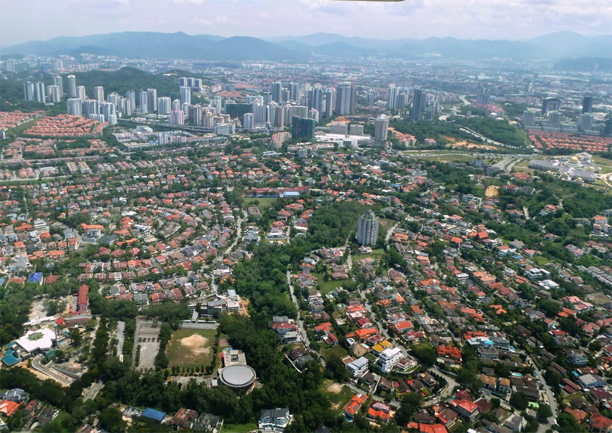 http://www.thestandard.com.hk/section-news/fc/13/211662/DC-Residensi-@Damansara-City