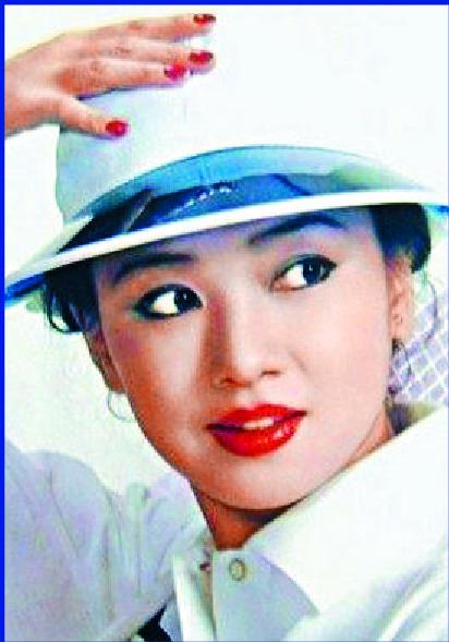 http://www.thestandard.com.hk/section-news/section/7/212413/Korean-superwoman-swung-cameras-her-way