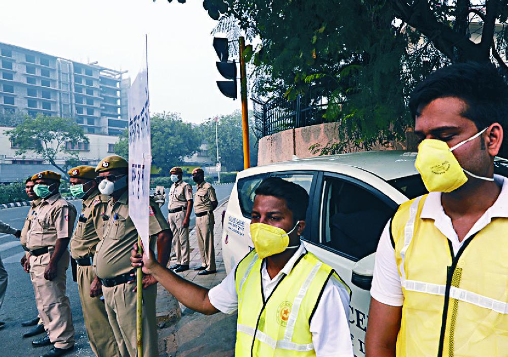 Taj Mahal air purifier and car ban for smog-hit Delhi