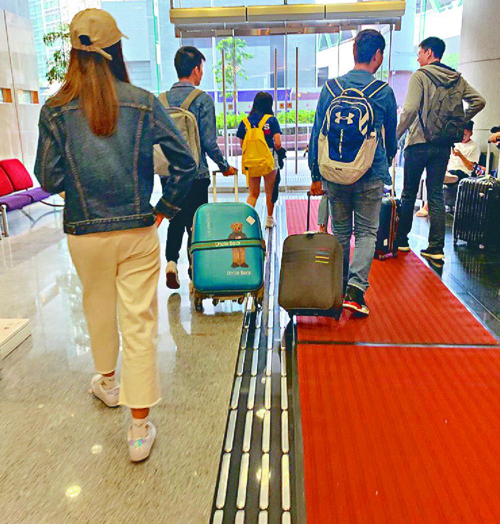 http://www.thestandard.com.hk/section-news/section/11/213530/Mass-exodus-as-fear-grips-overseas-students