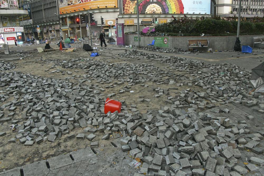 http://www.thestandard.com.hk/section-news/section/4/213696/Petrol-bombs,-acid-left-on-Yau-Tsim-Mong-streets