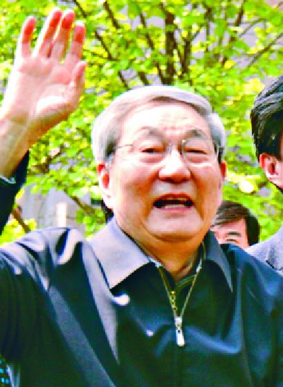 http://www.thestandard.com.hk/section-news/section/11/213711/Tsang-clarifies-girl-he-sought-not-related-to-Zhu