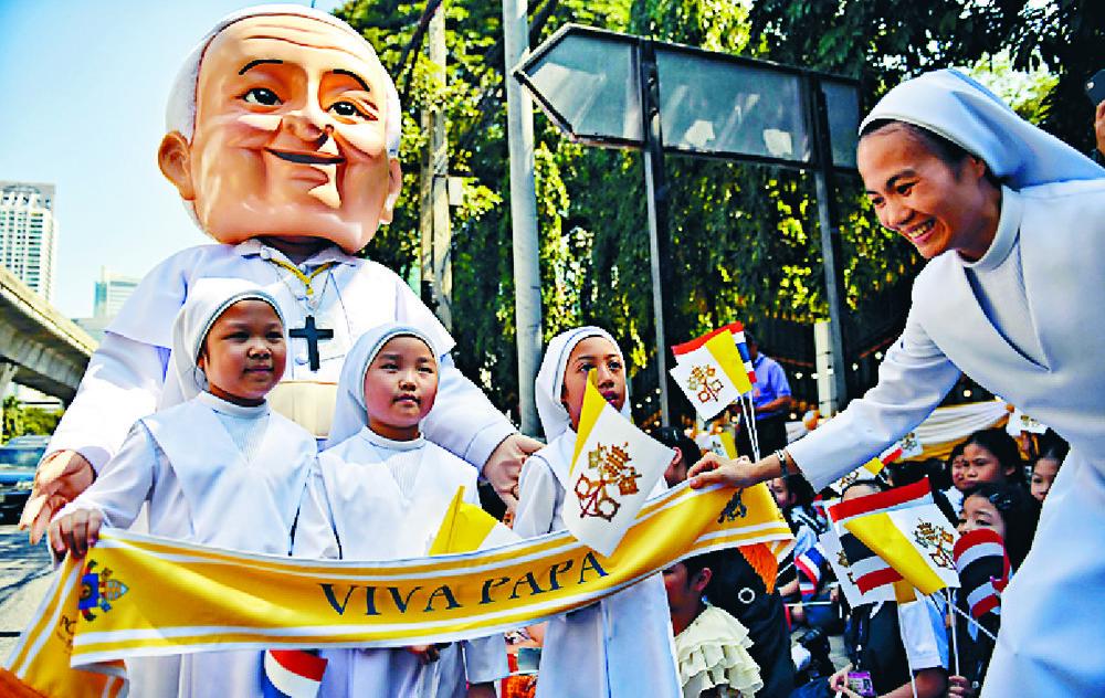 http://www.thestandard.com.hk/section-news/section/6/213761/Thai-smiles-for-pontiff